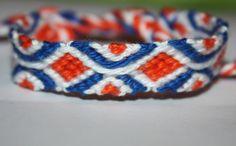 Dieses wunderbare Freundschaftsband besteht aus Baumwollgarn und ist handgeknüpft.  Farben: blau, weiß, orange  Das Armband hat jeweils zwei ge...