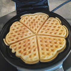 Waffeln – Landfrauen-Art – by chiccoletta on www.de Waffeln – Landfrauen-Art – by chiccoletta on www. Easy Cookie Recipes, Waffle Recipes, Baking Recipes, Dessert Recipes, Estilo Country, Country Style, Country Women, Waffle Iron, Chocolate Desserts