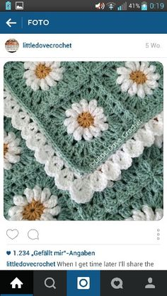 Love the daisies and border Granny Square Crochet Pattern, Afghan Crochet Patterns, Crochet Blocks, Crochet Squares, Crochet Granny, Crochet Motif, Crochet Stitches, Knitting Patterns, Knit Crochet