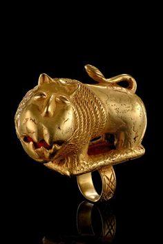 "Golden ringsin form of a scorpion and a lion, Ghana, Ashanti (1, 2) Read more: http://www.tribal-art-auktion.de/en/all/search_ashanti/d10_121/#ixzz2xVCbjrDx """