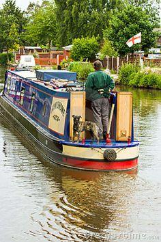 CANAL NARROW BOATS | Idyllic scene as traditional narrow boat travels through the English ...