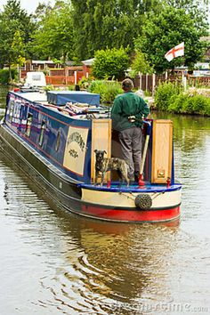 CANAL NARROW BOATS | Idyllic scene as traditional narrow boat travels through the English ...