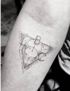 Les tatouages géométriques de Dr. Woo