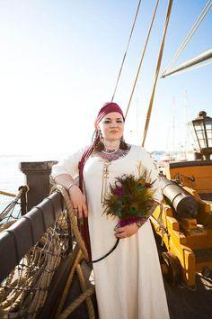 A Pirate Wedding & A Rock Gig Reception: Lou & Jürgen - the head scarf
