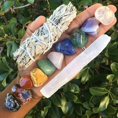 """645 Me gusta, 13 comentarios - Chakra Zulu Crystals (@chakrazulucrystals) en Instagram: """"Just restocked these great 10 Stone Chakra bundles in the shop. These make great starter kits for…"""""""