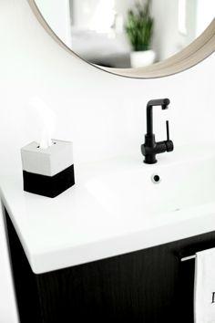 DIY Kleenex box cover made from felt