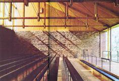 K i H Siren, Kaplice Otaniemi, Espoo, 1957, minimalizm, mówienie poprzez ciszę, atrium za parawanem, drewaniane przekrycie z dużym świetlikiem nad prezbiterium, przeszklona ściana z widokiem na las, zewnętrze fragmentem wnętrza, barokowy efekt-zmieniające się zewnętrze, konstrukcja drewniana