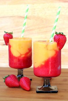 Strawberry and Peach Wine Slushies. These wine slushies are so refreshing and you only need 3 ingredients to make them! Plus you can make them ahead of time! Mezcal Cocktails, Cocktail Drinks, Cocktail Recipes, Bourbon Drinks, Champagne Cocktail, Recipes Dinner, Summer Wine Drinks, Cranberry Cocktail, Brunch Drinks