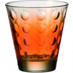 Oryginalna i elegancka szklanka do whisky z serii Optic marki Leonardo. Optic to nowoczesna linia produktów, którą charakteryzują okrągłe soczewki wyczuwalne w szkle. Dają one czarujący efekt rozproszenia światła. Leonardo to niemiecka marka, która słynie z produkcji najwyższej jakości szkła, którego design przełamuje standardy codzienności. Świeże, interesujące pomysły Leonardo zawsze cieszą się ogromnym uznaniem wśród odbiorców.