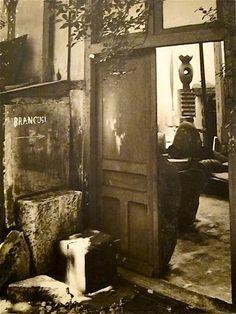 Atelier Brancusi -Romanian artist -Brancusi's studio in Paris Artist Workspace, Constantin Brancusi, Painters Studio, Art Moderne, Modern Sculpture, Famous Artists, Art Studios, Artist At Work, Art History
