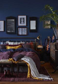 Blu scuro come tinta per le pareti della tua camera da letto