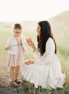 (by jose villa) Perfect outfit for mother/daughter portraits. Other family members could wear same color scheme in neutrals. Family Photo Outfits, Family Photo Sessions, Family Photos, Family Portraits, Family Photography, Wedding Photography, Cowboy Photography, Photography Outfits, Wedding With Kids