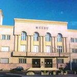 12 deţinuţi vor vizita azi Muzeul Judeţean Satu Mare My Town, Romania, Multi Story Building, Museum, Mansions, House Styles, Google Search, Reading, Books
