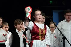 Nemzetiszínű szalagok és kokárdák, korhű ruhákba öltözött gyerekek - KALOhírek Hungary, Christmas Sweaters, Concert, Fashion, Moda, Fashion Styles, Christmas Jumper Dress, Concerts, Fashion Illustrations