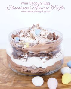Cake trifle would be better then The graham cracker . Simply Designing with Ashley: Mini Cadbury Egg Chocolate Mousse Trifle No Egg Desserts, Desserts Ostern, Spring Desserts, Trifle Desserts, Spring Recipes, Easter Recipes, Easy Desserts, Delicious Desserts, Dessert Recipes