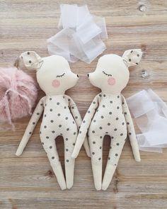 Sonntags in der Puppenwerkstatt. ✨ . . . . . #olialemon #dollsewing #doll #juna #sewing #puppenwerkstatt #dawanda #hello #diy #handmade #handmadedoll #baby #kids #kidsinterior #clothdoll #girl #ballet #ballerina #rehkitz #netflixandsew #craft #etsy #nähen #Handarbeit #cute #liebe #softdoll