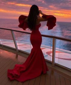 A red dress is just like a little black dress, timeless and elegant. Wearing red clothing will also raise your self-confidence, and you will feel magnificent. Elegant Dresses, Pretty Dresses, Beautiful Dresses, Formal Dresses, Wedding Dresses, Split Prom Dresses, Luxury Wedding Dress, Dream Wedding, Prom Outfits