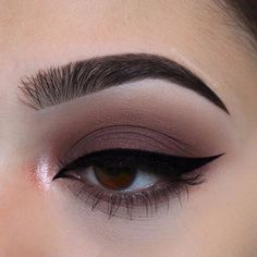 Eye Make-Up smokey eyes, bold lipstick, and nail art. Beautiful, natural makeup, makeup ideas, beauty, skincare, skincare tips, best acne treatments, beauty products, smoky eye, lipstick, glamorous make-up, natural make-up.