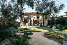 Inspiration for my backyard landscaping project - Bepflanzung Australian Garden Design, Australian Native Garden, Back Gardens, Outdoor Gardens, Plant Projects, Coastal Gardens, Garden Landscape Design, Native Plants, Dream Garden