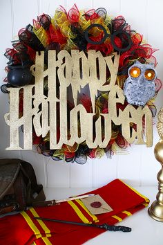 Want to see how to make this Harry Potter inspired Halloween wreath? Click to read this list of Halloween wreath ideas, including an Eyeball wreath, Disney Halloween wreath, Harry Potter wreath and more, or re-pin for inspo later! Disney Halloween, Spooky Halloween, Halloween Decorations, Harry Potter Diy, Dollar Tree, Party Planning, Make Your Own, Lily, Wreaths