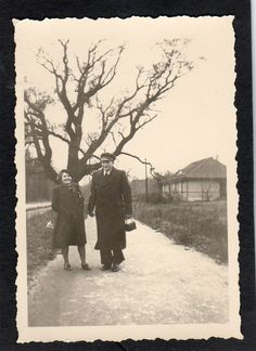 Orig Foto . Mann mit junge Frau Strandvilla 1939 Memel Ostpreußen .