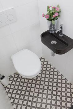 Cavani – Probestück – Mosaik Fliesen – Marokkanische Waschbecken, Fliesen und Armaturen – Buntes Marokko Cavani – Specimen – Mosaic Tiles – Moroccan Washbasins, Tiles and Faucets – Colorful Morocco – – Guest Toilet, Small Toilet, Downstairs Toilet, Bathroom Toilets, Laundry In Bathroom, Bathroom Vanities, Compact Bathroom, Bathroom Showers, Tiny Bathrooms