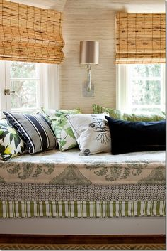 [CasaGiardino]  the art of pillow management...ha