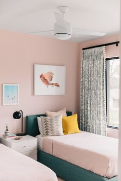 Bedroom ideas for small rooms, maximized your small bedroom with design, decor master spare layout inspiration for men and women - Small bedroom ideas Pink Bedroom Design, Pink Bedroom Decor, Gold Bedroom, Small Room Bedroom, Small Rooms, Bedroom Ideas, Bedroom Styles, Living Room Remodel, Mint