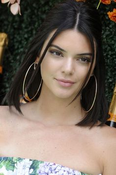 Kendall jenner style 446489750550515842 - Kendall Jenner Straight Dark Brown Blunt Cut, Face-Framing Pieces, Pinned-Back Hairstyle Kendall Jenner Hair Color, Kendall Jenner Haircut, Kendall Jenner Diet, Kendall Jenner Makeup, Kendall Jenner Instagram, Kendall Jenner Outfits, Kendall Jenner Hairstyles, Hailey Baldwin, Bobs