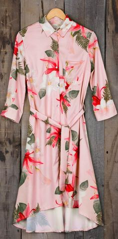 What a striking shirt dress! A sweeping longline cut and an undeniably polished pocket are the makings of this piece. Gorgeous floral printing and high low design are thoughtful details to make this dress to perfection. Get it now!