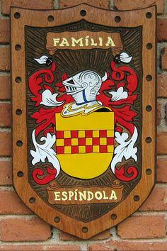 Brasões de Família entalhados em Madeira iniciados com a letra E - Pica-pau Entalhes - Brasões de Família e Placas de madeira entalhada Family Shield, Family Crest, Crests, Porsche Logo, Wood Carving, Genealogy, Carved Wood Signs, Flags, Woody Woodpecker