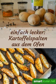 Besser als Pommes: knusprige Kartoffelspalten aus dem Backofen Quickly made, tasty, regional: these crispy potato wedges have the potential to become Crispy Potato Wedges, Crispy Potatoes, Healthy Crockpot Recipes, Beef Recipes, Vegan Grilling, Grilled Veggies, Grilled Pizza, Healthy Eating Tips, Roasted Garlic