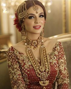 Simple Glass Skin Smokey Eye Makeup Pink Lips Traditional Pakistani Bride Look Wedding Makeup Desi, Pakistani Bridal Jewelry, Bridal Mehndi Dresses, Asian Bridal Dresses, Pakistani Wedding Outfits, Bridal Dress Design, Bridal Outfits, Bridal Jewellery, Bridal Necklace, Indian Bridal