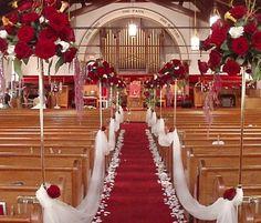 reception tables with scattered petals | Imagens para ajudar a decorar o interior de igrejas para casamentos