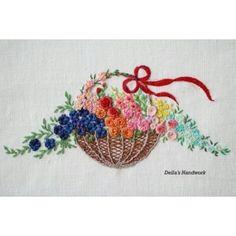 """67 curtidas, 2 comentários - @della_embroidery no Instagram: """"#프랑스자수 #embroidery #꽃바구니자수"""""""