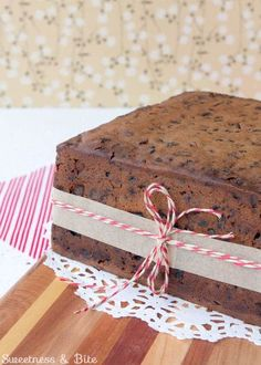 A rich, moist gluten-free fruit cake, laced with brandy ~ the perfect gluten free Christmas cake or traditional wedding cake. Gluten Free Xmas Cake, Gluten Free Cakes, Gluten Free Baking, Gluten Free Desserts, Christmas Cake Pops, Christmas Decorations, Christmas Napkins, Christmas Goodies, Christmas Treats