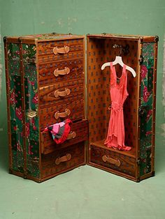 Vintage Steamer Trunk: Free People's interpretation of a 1920s steamer trunk
