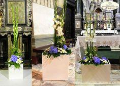 niebiesko-różowo-białe kompozycje kwiatowe w kościele - Szukaj w Google