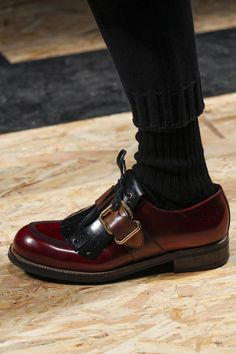The complete Prada Fall 2016 Menswear fashion show now on Vogue Runway. Sock Shoes, Shoe Boots, Men's Shoes, Walker Boots, Derby, Runway Shoes, Monk Strap Shoes, Stylish Boots, Prada Men