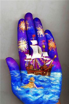 Have you ever seen this type of hand painting before! Very talented Russian musician and painter Svetlana Kolosova made this incredible paintings! Inspired by famous fairy tales authors like Hans Christian Andersen and Antoine de Saint TOO COOOOL! Famous Fairies, Beautiful Fairies, Hand Art, The Little Mermaid, Amazing Art, Sculpture, Fairy Tales, How To Draw Hands, Hand Painted