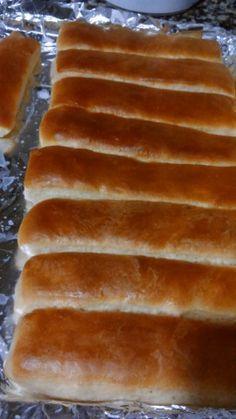 Este riquísimo pan es típico en argentina para sandwich, se llama también pan de viena y es muy blandito con la corteza tostada y la miga esponjosa!!! Receta Para 20 panes de pebetes.