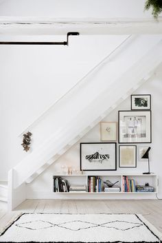 Nice use of Art in space under stairs! Domino magazine shares storage tips for the space under the stairs. How to decorate the empty space under the stairs. Style At Home, Home Deco, Space Under Stairs, Open Stairs, White Stairs, Under The Stairs, Under Staircase Ideas, Floating Stairs, Ikea Under Stairs