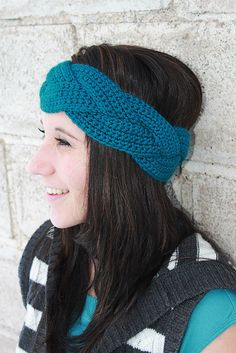 Braided Crochet Ear Warmer...need to figure out how to make this. - DONE! And super easy! If you can double crochet, you can make this, QUICK! I am now trying multiple colors!
