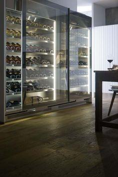 Vinoteca en Gamma collection #Arclinea. #Gamma #design #kitchendesign #dreamkitchens #interiordesign #vino #vinoteca