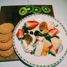 Lovely cheeseplatter to end the day #desserts #loveit #cheese #fruit