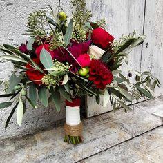 #blumenmädchenköln #cologne #riehl   #wedding #hochzeit #Brautstrauß #bridalbouquet #vintage #florist #piano #roses #eucalyptus #olive #dahlia #red #burgundy #bride #vintage