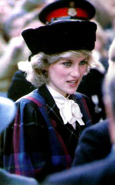 Princess Diana in blue and pink tartan suit. Also wore this at another occasion without the hat and with pink tights and shoes. Lady Diana Spencer, Princesa Diana, Charles And Diana, Prince Charles, The Quiet Man, A Royal Affair, Isabel Ii, Diane, Duchess Of Cornwall
