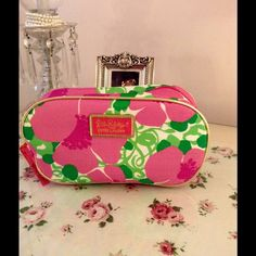 New Lilly Pulitzer 🌺 SALE 🌺 NEW! New Lilly Pulitzer by Este Lauder bag Lilly Pulitzer Bags Cosmetic Bags & Cases