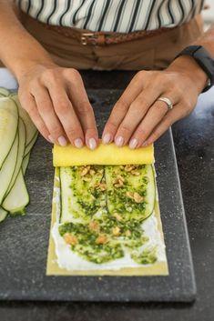Lasagne rolletjes met pesto uit de oven - Leuke recepten Veggie Recipes, Pasta Recipes, Vegetarian Recipes, Dinner Recipes, Cooking Recipes, Healthy Recipes, Tapas, Happy Foods, Food Inspiration