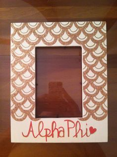 Alpha Phi scallop design picture frame!